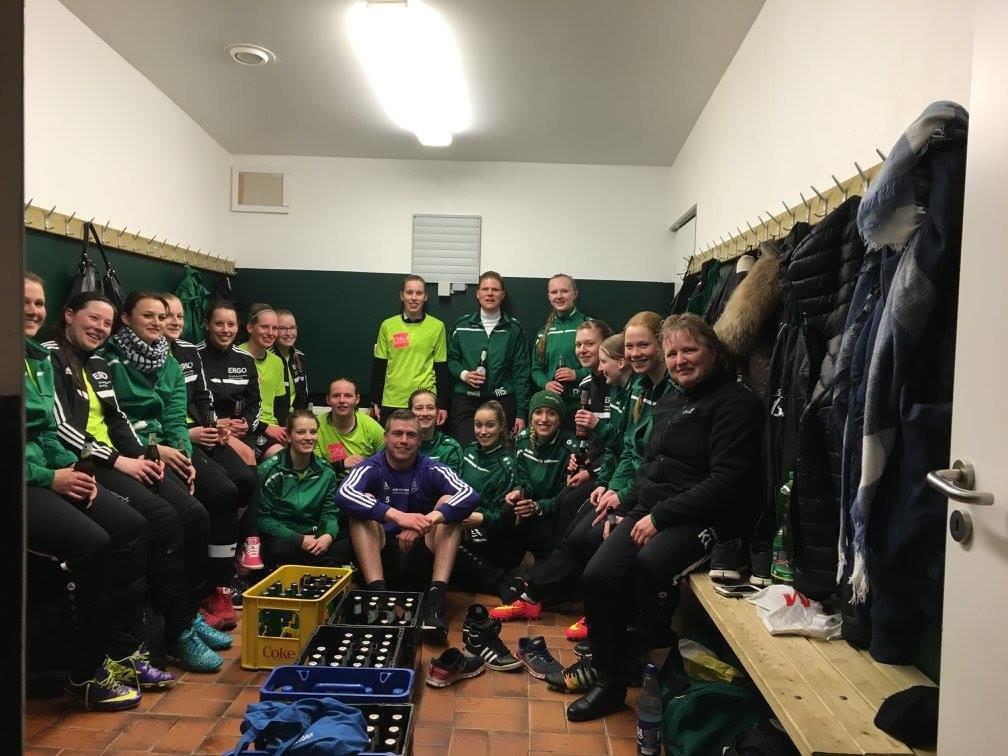Ruller Fußballdamen mit VfL-Profi