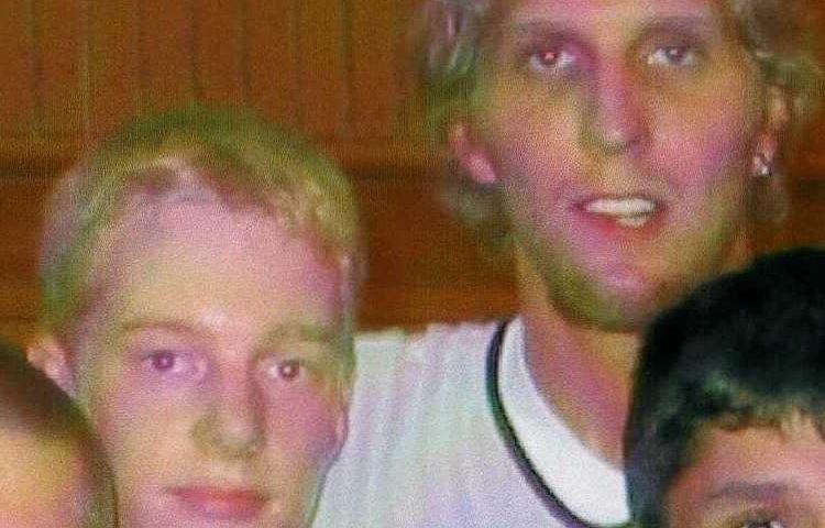 Talent und Superstar: Alexander Brickwedde (links) traf 2002 sein großes Idol Dirk Nowitzki. Foto: privat